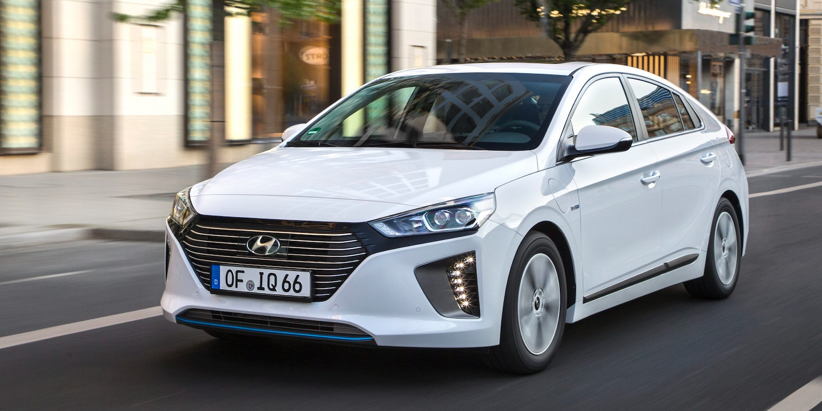 hyundai ioniq plug in hybrid test technische daten preis carwow. Black Bedroom Furniture Sets. Home Design Ideas